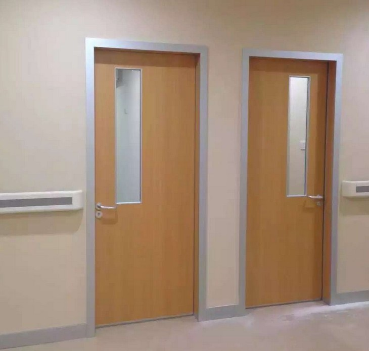 -Hospital-de-madera-interior-de-las-puertas-con-